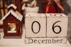 Houten Kerstmiskalender in het binnenland Royalty-vrije Stock Afbeelding