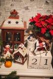 Houten Kerstmiskalender in het binnenland Royalty-vrije Stock Foto's