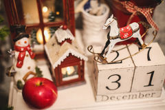 Houten Kerstmiskalender in het binnenland Stock Afbeelding