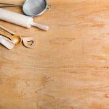 Houten keukengerei op een houten achtergrond, Stock Afbeelding