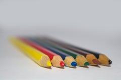 Houten kleurpotloden Stock Foto's