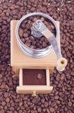 Houten koffiemolen stock afbeelding