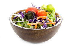 Houten kom gemengde salade Stock Foto