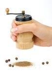 Houten kruid handmill ter beschikking stock foto's