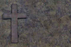 Houten kruis op houten raad royalty-vrije stock fotografie