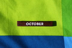 Houten kubus met de naam van de maand oktober royalty-vrije stock foto's