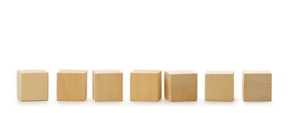 Houten kubussen in rij Royalty-vrije Stock Fotografie