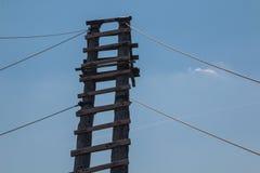 Houten ladder aan de hemel royalty-vrije stock afbeelding
