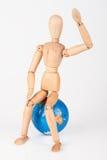 Houten ledenpopzitting bovenop een te beschermen wereldbol isolat Royalty-vrije Stock Fotografie
