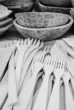 houten lepel die beeldhouwend Roemeense vaklieden snijden royalty-vrije stock afbeeldingen