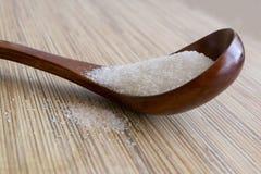 Houten lepel met een suiker Royalty-vrije Stock Afbeeldingen