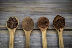 houten lepel met koffie, cacao stock fotografie