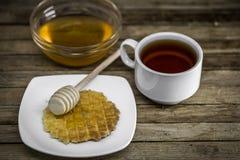 houten lepel voor honing, royalty-vrije stock fotografie