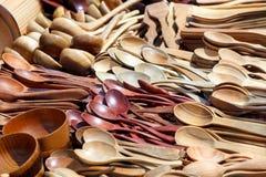 Houten lepels en houten kommen Stock Foto's