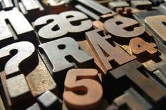Houten letterzetselclose-up, diverse lettersoorten royalty-vrije stock afbeelding