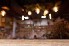 houten lijst met het restaurant van de koffiewinkel royalty-vrije stock afbeelding