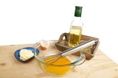 Houten lijst met ingrediënten voor het maken van mayonaisesaus Royalty-vrije Stock Foto's