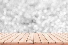 Houten lijst of houten vloer met abstracte witte bokehachtergrond voor productvertoning royalty-vrije stock fotografie