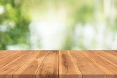 Houten lijstbovenkant op aard groene vage achtergrond, voor montering yo Stock Foto