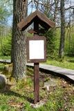 Houten manier in bos Stock Foto