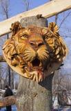 Houten masker van een tijger stock afbeelding