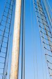 Houten Mast, Optuigen en Kabels van varende boot Royalty-vrije Stock Foto's