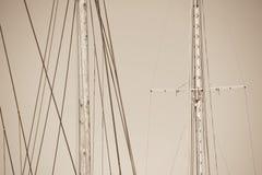 Houten Mast, Optuigen en Kabels van varende boot Royalty-vrije Stock Afbeelding