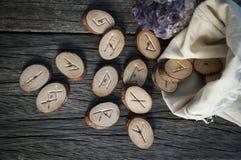 Houten met de hand gemaakte runen Stock Afbeeldingen
