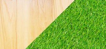 Houten met groene grasachtergrond Stock Afbeelding