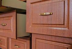 Houten meubilairvoorzijden met een handvat Stock Fotografie