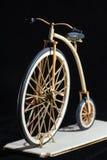 Houten miniatuur van stuiver-farthing fiets stock afbeeldingen