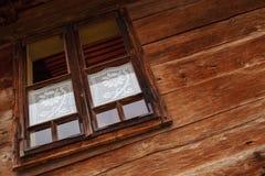 Houten muur en venster Stock Fotografie