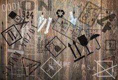 Houten muur met ladings industriële verschepende tekens Stock Foto's