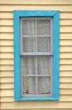 Houten muur met venster Stock Afbeelding