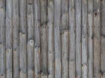 Houten muur van verticale logboeken als achtergrondtextuur Stock Fotografie