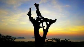 Houten natuurlijk cijfer in de mooie zonsopgang van Thailand royalty-vrije stock foto