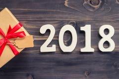Houten nummer 2018, voor het nieuwe jaar 2018 op rustieke houten backgrou Stock Afbeeldingen