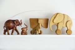 Houten olifantsbeeldhouwwerk Stock Fotografie