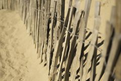 Houten omheining bij het strand royalty-vrije stock afbeeldingen