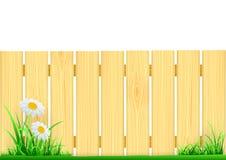 Houten omheining en groen gras Stock Afbeeldingen