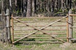 Houten omheining in het platteland royalty-vrije stock afbeelding