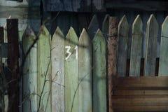 Houten omheining, met aantal 31 van het perceel Stock Fotografie