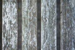 Houten omheiningspaneel met hiaten stock foto's