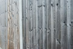 Houten omheiningstextuur, houten achtergrond De achtergrondtextuur van oude witte geschilderde houten voering scheept muur in stock fotografie