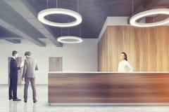 Houten ontvangst in rond grijs lampbureau, mensen Stock Afbeelding