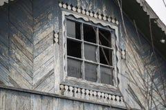 Houten oud huisvenster Royalty-vrije Stock Foto's