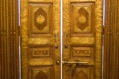 Houten oude deur uitstekende achtergrond Stock Afbeelding