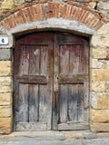 Houten oude deur van steenhuis Stock Afbeeldingen