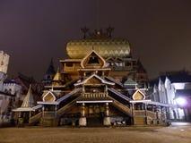 Houten paleis in izmailovski het Kremlin in 's nachts Moskou royalty-vrije stock afbeeldingen