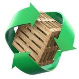 Houten pallets met het recycling van symbool Stock Afbeeldingen